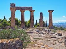 阿波罗教堂在古老科林斯湾考古学公园的在希腊 库存照片