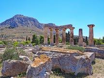 阿波罗教堂在古老科林斯湾考古学公园的在希腊 库存图片