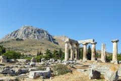 阿波罗教堂在古老科林斯湾,希腊 免版税库存图片