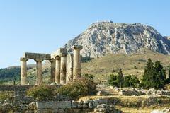 阿波罗教堂在古老科林斯湾,希腊 免版税库存照片