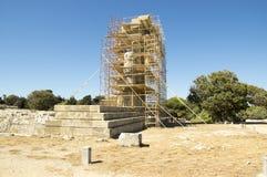阿波罗教堂在重建的围拢与脚手架,罗得岛上城  免版税库存照片