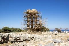 阿波罗教堂在重建的围拢与脚手架,罗得岛上城  库存照片