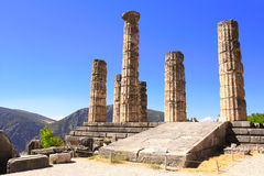 阿波罗教堂废墟在特尔斐,希腊 库存图片