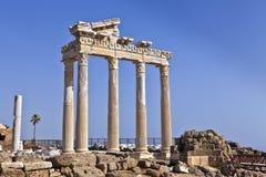 阿波罗教堂的历史的废墟 免版税库存照片