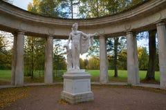 阿波罗雕塑, 10月晚上 pavlovsk俄国 免版税图库摄影
