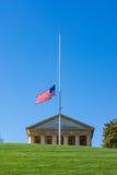 阿灵顿国家公墓JFK纪念美国国旗白色阴级射线示波器 免版税库存照片