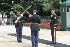 阿灵顿墓地更改的卫兵 库存照片