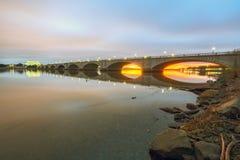 阿灵顿纪念桥梁在黎明 库存照片