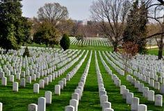 阿灵顿, VA :在阿灵顿国家公墓的军事坟墓 库存图片