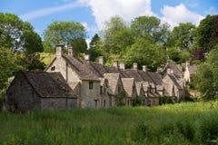 阿灵顿bibury cotswolds行英国 库存图片