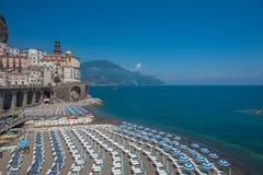 阿特拉尼,阿马尔菲海岸,意大利全景  免版税图库摄影