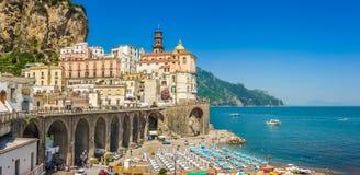 阿特拉尼,阿马尔菲海岸,褶皱藻属,意大利古镇  免版税库存照片