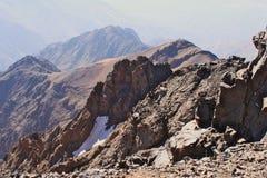 阿特拉斯山脉在摩洛哥 在高山图卜卡勒峰的Treking 免版税库存照片