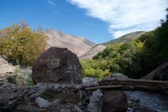 阿特拉斯山脉山麓小丘景色  免版税图库摄影