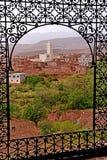 阿特拉斯山脉的典型的巴巴里人村庄在摩洛哥 免版税库存照片