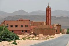 阿特拉斯山脉的清真寺在摩洛哥 库存图片