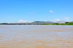 阿瓦桥梁十字架Irrawaddy河,实皆,缅甸 图库摄影