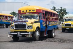 阿皮亚,萨摩亚- 2017年10月30日:葡萄酒在阿皮亚公共汽车的丰田公共汽车 免版税库存图片
