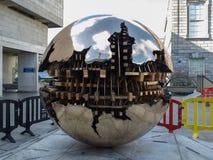阿纳尔多Pomodoro球形 免版税库存照片
