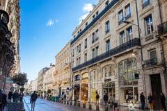 阿维尼翁法国三条主要动脉的共和国街道一  免版税图库摄影