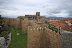 阿维拉中世纪堡垒墙壁,西班牙 免版税库存照片