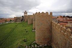 阿维拉中世纪堡垒墙壁,西班牙 库存照片