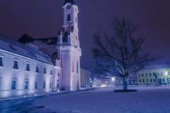 阿维拉和教会方形的圣特里萨在Pozega 图库摄影