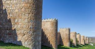 阿维拉老城市墙壁的全景  库存照片