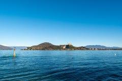 阿罗纳湖边,山麓,以Rocca二安杰拉为目的,伦巴第,马焦雷湖 免版税库存照片