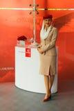 阿联酋国际航空阿联酋国际航空摊的空服员在美国公开赛期间的比利・简・金国家网球中心2013年 免版税库存照片