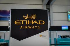 阿联酋联合航空登记处柜台在雅加达Soekarno哈达机场 免版税图库摄影