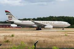 阿联酋联合航空空中客车A330-200 A6-EYM在法兰克福国际机场的客机离开 图库摄影