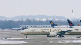 阿联酋联合航空飞机着陆在慕尼黑机场MUC 股票录像
