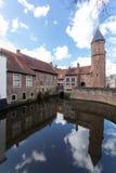 阿莫斯福特中世纪镇墙壁Koppelpoort和Eem河 免版税库存图片