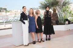 阿莱Labed,女演员Soko主任德尔菲娜Coulin,穆里尔Coulin和 图库摄影