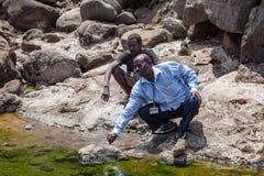 阿萨勒湖导游吉布提非洲 免版税图库摄影