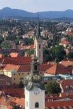 阿西西圣玛丽和圣法兰西斯教会的塔在萨格勒布 免版税库存照片