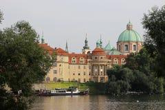 阿西西老镇布拉格圣法兰西斯教会  免版税库存图片