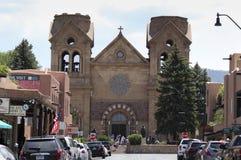 阿西西,圣菲,看法圣法兰西斯大教堂大教堂  免版税库存照片