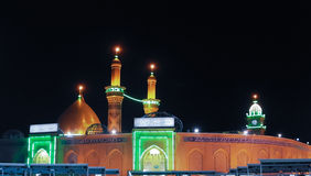 阿訇侯赛因ibn阿里在晚上,卡尔巴拉伊拉克寺庙  免版税库存图片