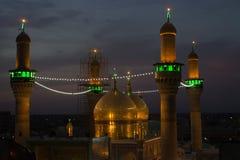 阿訇穆萨Al Kadhim和他的孙子默罕默德Al贾瓦德寺庙  库存图片