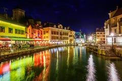 阿讷西老镇,开胃菜,法国,在晚上 免版税库存图片