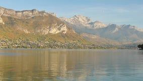 阿讷西风景在法国 在湖的视图 影视素材