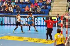 阿那宝拉罗德里格斯岛, CSM布加勒斯特攻击的球员在比赛期间的与MKS Selgros鲁布林 免版税库存照片