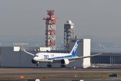 阿那梦想787着陆 免版税库存图片