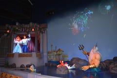阿里埃勒和埃里克与氚核-不可思议的王国华特・迪士尼世界国王的婚礼庆祝 库存图片
