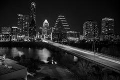阿里埃勒奥斯汀都市风景在夜长的曝光的低灯地平线 图库摄影
