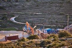 阿里埃勒- 01 09 2017年:在阿里埃勒terr山的拖拉机工作  库存照片