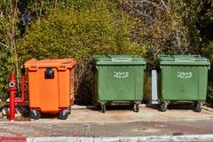 阿里埃勒- 2017年1月03日:在街道上的垃圾箱在阿里埃勒,是 免版税图库摄影