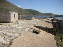 阿里・帕夏・塔帕雷奈堡垒,巴勒莫村庄,阿尔巴尼亚语里维埃拉 库存照片